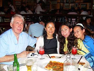 工作忙碌的Chong Ah閒時愛與家人聚會及到郊外遠足