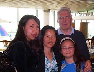 女兒的獨立及丈手竹日心戈支持令Chong Ah可心無旁騖進修和發展事業
