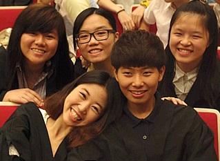 碧璣與同學一樣曾經歷失敗,亦一起努力為人生作出改變,感情深厚。