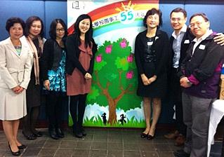 Cherry與幼兒及基礎教育總監李南玉博士(右三)及一眾學院同事參加香港浸會大學校園事工55周年感恩聚餐。