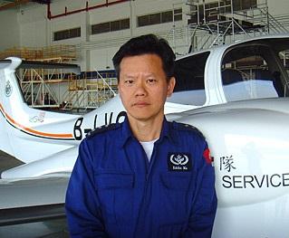 Eddie負責不同機種的機身及引擎維修工作。