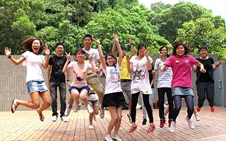 Alex與同學參加副學士基礎課程迎新營。