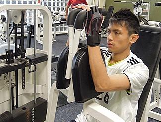為投考警隊做好準備, Gary不時會到健身室操練體能。