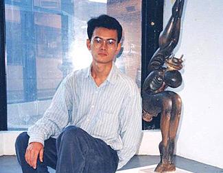 以海边捡到的木头制作,夺得香港视觉艺术创作大赛雕塑公开组大奖的作品