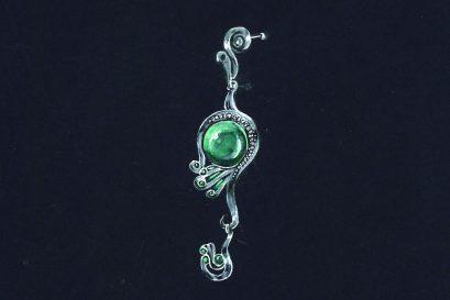 梁浩寬的耳環「上帝之手」獲頒繪圖學生組(中學)優異獎。