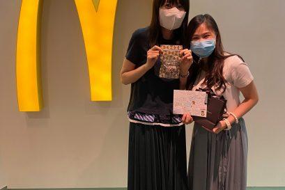 「人力資源管理學商學士(榮譽)學位課程」四年級學生吳譪琳同學(右) 到麥當勞餐廳參與實習。