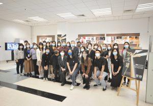 修讀商業設計高級文憑(珠寶設計及商品展示)課程的同學於大學圖書館舉辦畢業作品展覽,早前舉辦開幕儀式。