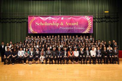 418位副學士及自資學士學位課程同學獲頒發獎學金及獎項。