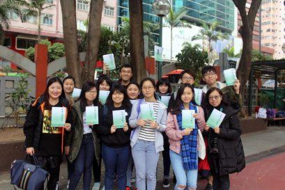 完成文学散步后,参加者都满载而归。