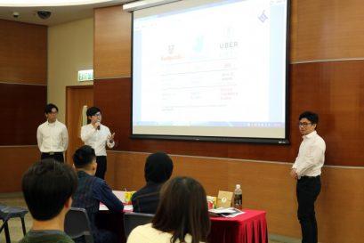 比赛设有评判提问环节,同学可体验现实职场中如何回应客户的需求。