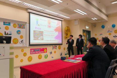評判團向參賽隊伍作出深入提問,評估同學對市場行業的理解度及計畫的可行性。