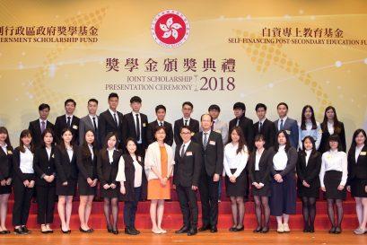 持續教學育學院及國際學院的學員代表合照。