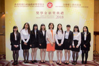 李南玉博士(中)出席頒獎禮以示支持。