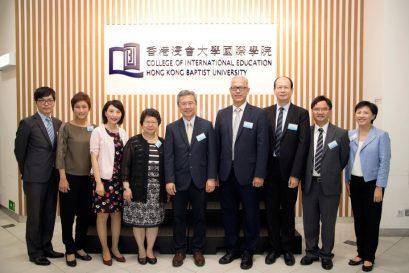 浸大國際學院管理層與香港中文中學聯會一眾執行委員合照。