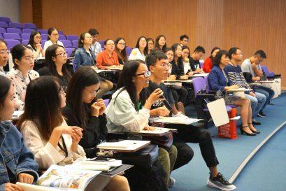 訪學團團員在專題研討會上踴躍發問,學習態度積極。