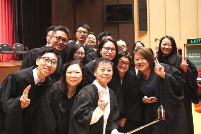 一眾畢業學員於典禮結束後留影。