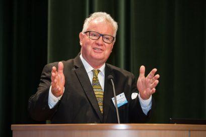 麥建成教授提醒在座年輕人,全世界都渴求跨國和跨學科的團隊,一起解決人類正面臨的艱巨挑戰。