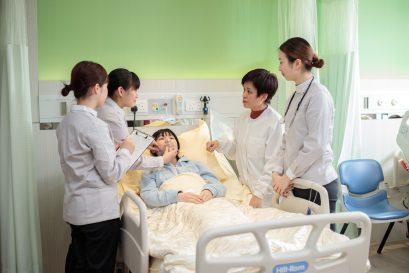 本課程包含近1,500小時臨床實習,同學可在公私營醫院和社區醫療機構實習。