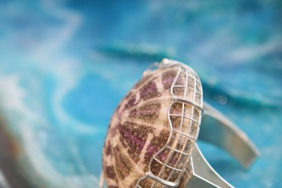 遇璐同學的作品「會呼吸的珠寶」以海洋生物為設計元素,突顯飾物的生命力。