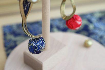 羅琬晴同學的作品「馥郁回憶」加入帶有香味的棉花及布料,將嗅覺融入設計之中。