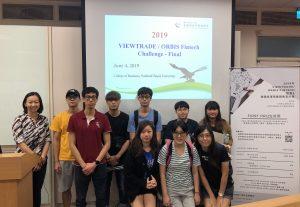 学员到访国立台北大学商学院,并观摩了一场学界商业策划比赛。