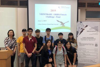 學員到訪國立臺北大學商學院,並觀摩了一場學界商業策劃比賽。