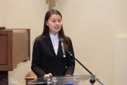 修读幼儿教育学教育学士(荣誉)学位课程的李晓妍同学代表众获奖同学致谢奖学金赞助人,并分享前往澳洲学术交流的得着。