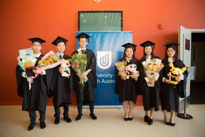畢業禮於浸大曾陳式如會堂舉辦,一眾學院師生及畢業生親友出席支持。